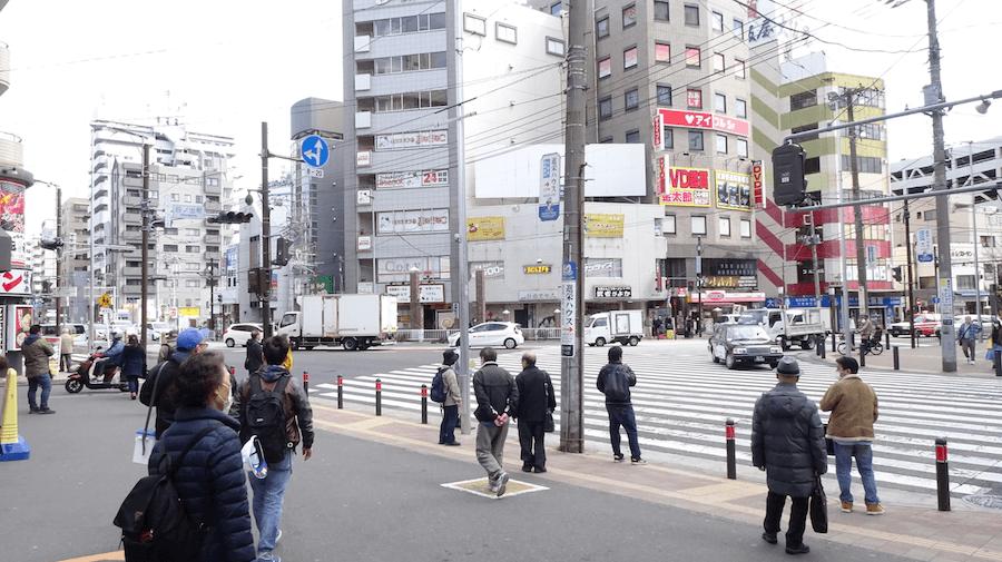 日ノ出町駅前の交差点