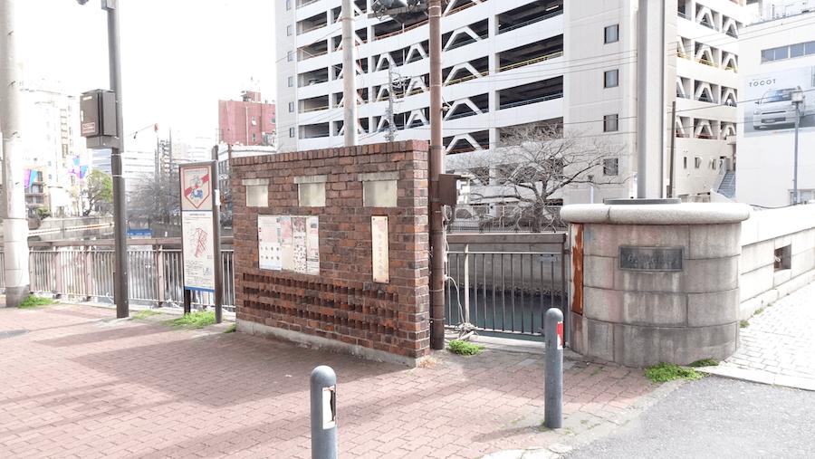 長者橋の手間にある大岡川沿いの遊歩道