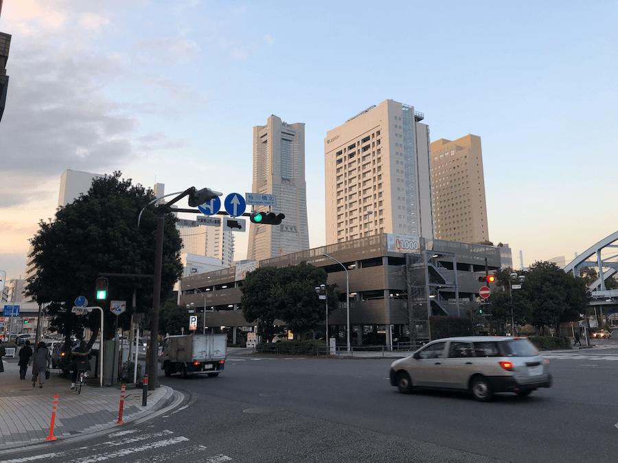 桜川橋北交差点にある大駐車場